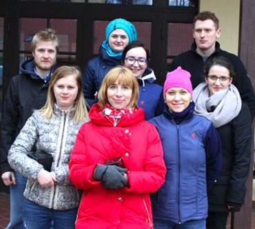 Wolontariusze z AUCHAN pomagali w tworzeniu Miasteczka Przygody
