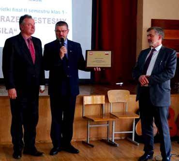 Wręczenie nagrody Korona Polskiego Wychowania w Gimnazjum im. Jana Pawła II w Wilnie